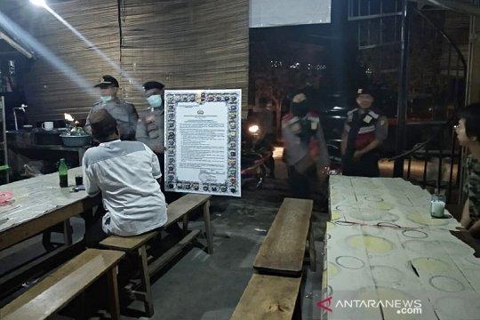 Polres Bangka Barat gencarkan patroli malam cegah penyebaran COVID-19