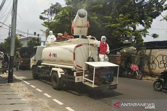 PMI Jakarta Barat kerahkan truk kapasitas 2.400 liter untuk disinfeksi