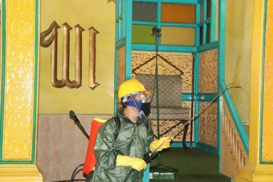 Cegah penularan COVID-19, UISU semprot disinfektan sejumlah masjid