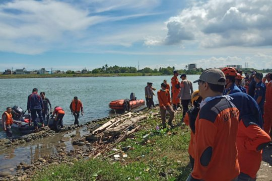 Pria lompat di Jembatan Barombong Makassar ditemukan meninggal