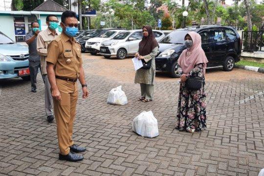 610 pedagang kantin sekolah terdampak pandemi COVID-19 dibantu sembako