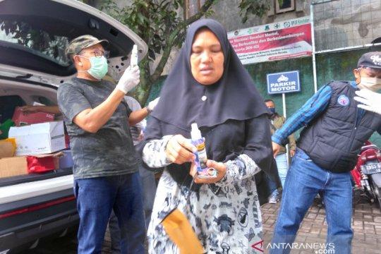 """SMKN 1 Garut bantu penuhi kebutuhan """"hand sanitizer"""" di Puskesmas"""