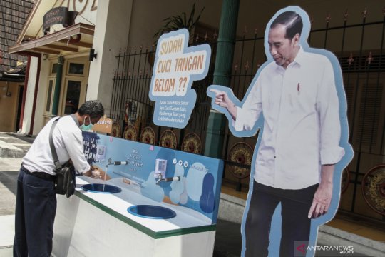 Fasilitas cuci tangan di ruang publik