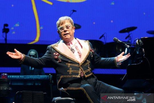 Elton John sapa penggemar lewat konser gratis