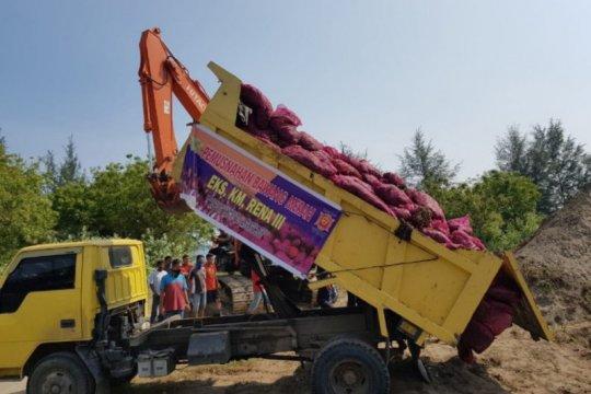 Bea Cukai Lhokseumawe musnahkan 18 ton bawang merah ilegal