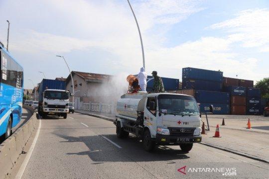 Pemkot Jakarta Utara semprot disinfektan fasilitas umum dan permukiman