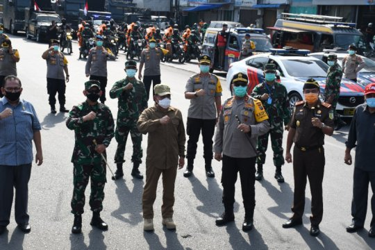 Gubernur Sumut minta warga untuk tetap berada di rumah