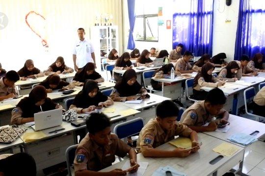 Berbasis digital, ujian di SMPN 28 Kota Tangerang gunakan ponsel