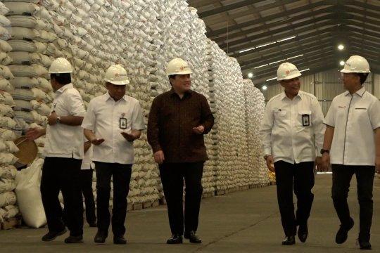 Erick Thohir pastikan stok beras Bulog aman hingga lebaran