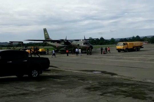 Pesawat TNI pengangkut bahan makanan ditembak OTK di Oksibil