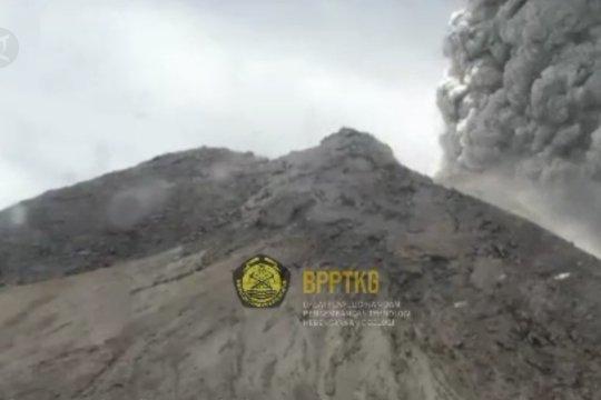 Merapi kembali erupsi, hujan abu mengarah ke Magelang