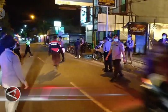 Polisi bubarkan keramaian warga di berbagai kota