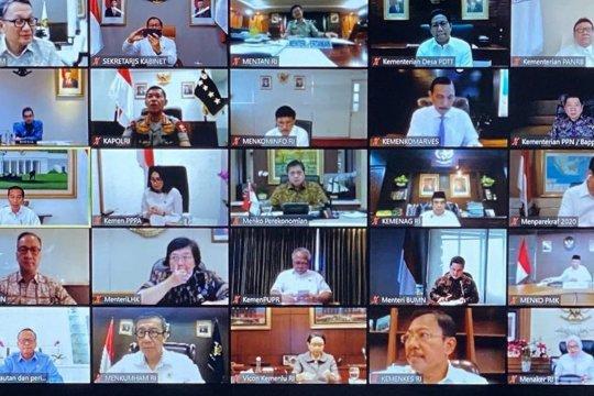 Melalui video conference, Presiden ingatkan kepala daerah tentang kebijakan dampak COVID-19