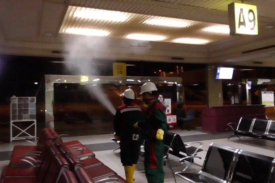 Semprot disinfektan di Bandara Hang Nadim Batam