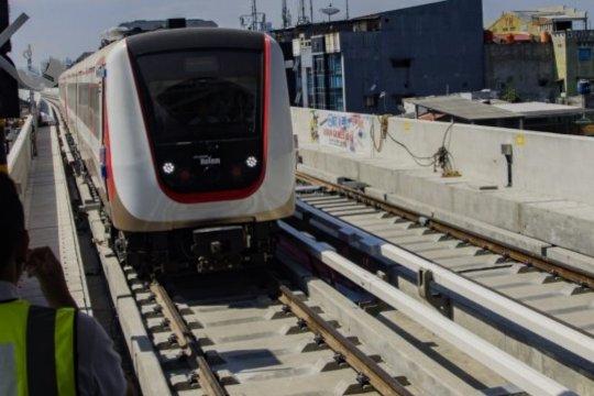 Tekan sebaran COVID-19, LRT Jakarta mulai batasi layanan operasional