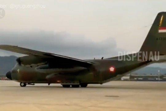 Pesawat TNI AU pembawa alkes dari China tiba di Natuna