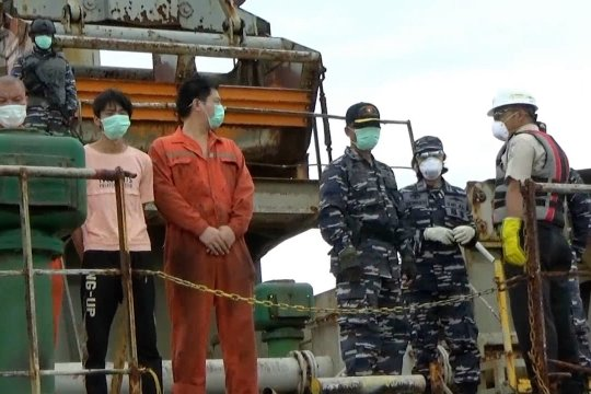 Tim gabungan cek kesehatan 22 ABK kapal asing yang ditangkap