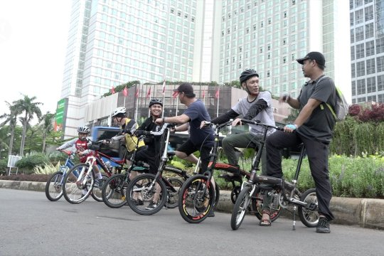 Ditutup sementara, sejumlah warga tetap beraktivitas di kawasan Car Free Day
