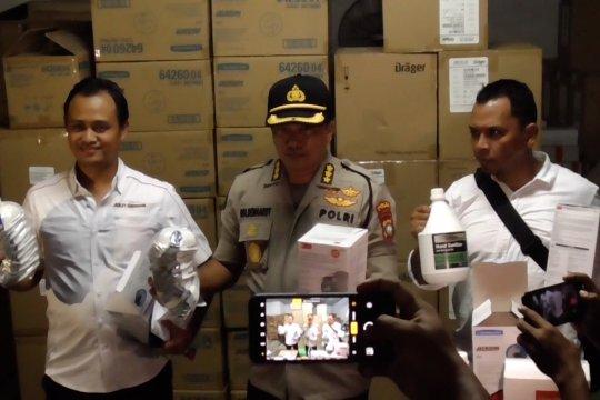 Polisi gerebek gudang penimbunan masker di Batam