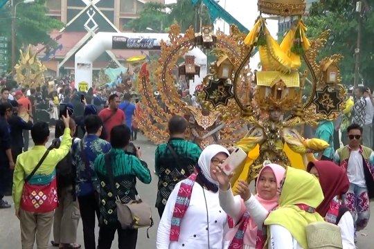 Kemeriahan parade Banjarmasin Sasirangan Festival 2020