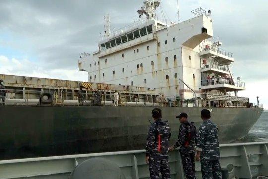 Koarmada I tangkap kapal Hong Kong bermuatan besi