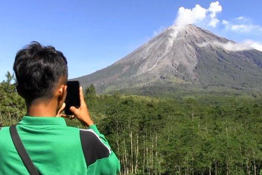 Lava pijar Gunung Semeru akibatkan hujan abu
