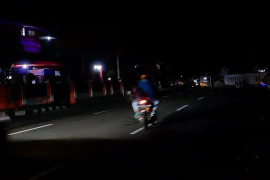 Pemkab Temanggung padamkan lampu jalan cegah kerumunan