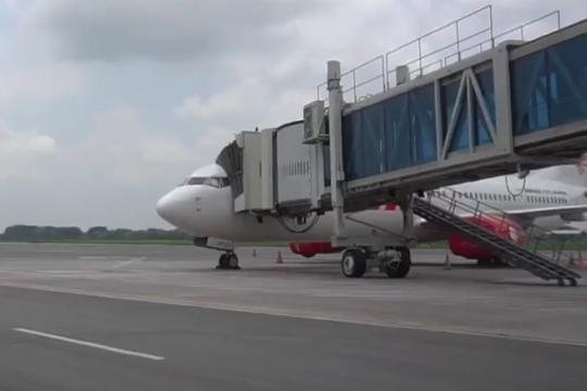 Hujan abu vulkanik, Bandara Adi Soemarmo ditutup sementara