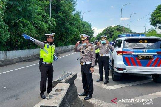 Patroli di beberapa kawasan Jakarta, polisi imbau warga yang berkumpul