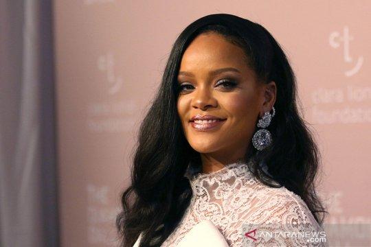 Wajah Rihanna memar usai kecelakaan skuter listrik