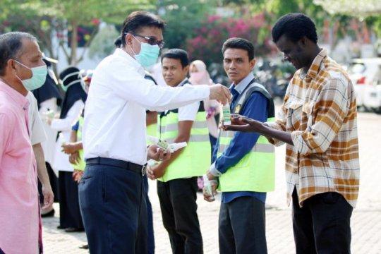 Unsyiah bagikan dua ribuan hand sanitizer untuk masyarakat