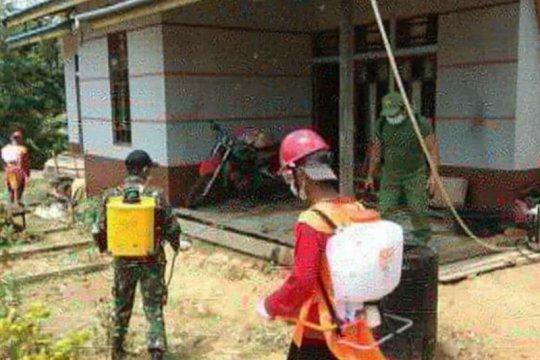 Satgas Pamtas semprotkan disinfektan di perbatasan RI-Malaysia