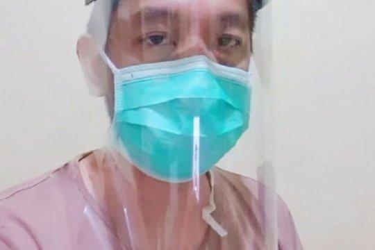 """Dosen UPJ buat """"face shield"""" dibagikan gratis ke tenaga medis"""
