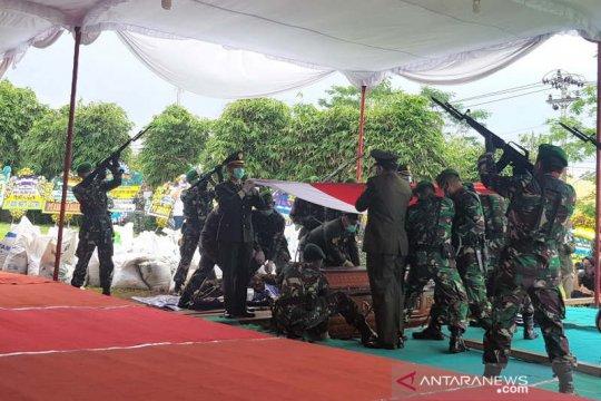 Pangdam Diponegoro pimpin upacara pemakaman Bob Hasan