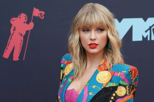 Taylor Swift bayari gaji karyawan toko kaset di Nashville
