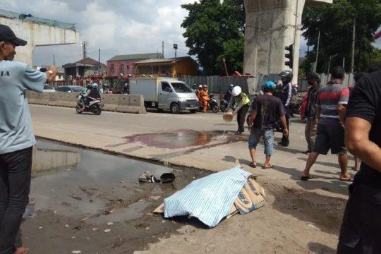 Pejalan kaki tewas terlindas truk di Jalan Raya Bekasi