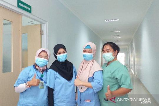 Kisah petugas medis di ruang isolasi COVID-19