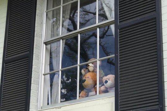 Berburu boneka beruang, usir bosan anak-anak akibat corona