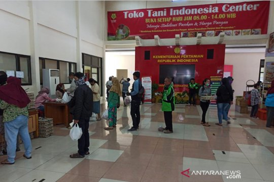 Penjualan kebutuhan pokok di Toko Tani Center meningkat 100 persen