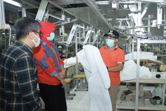 Gugus tugas COVID-19 upayakan produksi jubah medis yang bisa dicuci