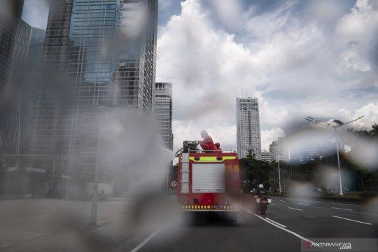 Penyemprotan rutin disinfektan di  Jakarta