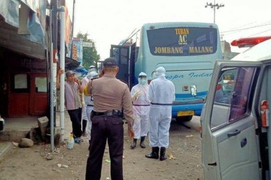 Penumpang bus jurusan Malang-Tuban meninggal dievakuasi petugas medis