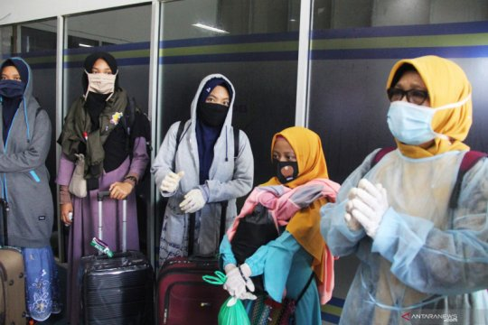 "Tes ""swab"" negatif, 247 santri Ponpes Gontor asal Riau bisa ke Jatim"