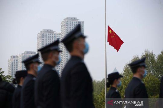 China kibarkan bendera setengah tiang untuk korban COVID-19