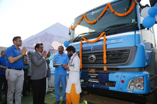 Beruntung, Daimler penuhi pesanan 120 truk sebelum darurat corona