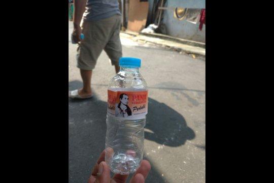 Anggota DPRD DKI sumbang 100 ml disinfektan di Tebet