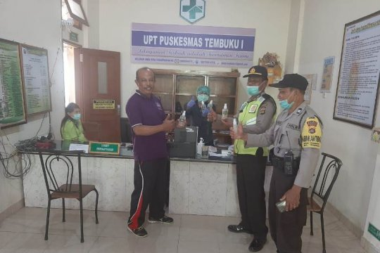 Hand sanitizer dari arak Bali didistribusikan sampai ke pelosok desa