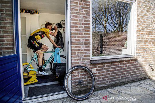 Mike Teunissen bersepeda virtual di tengah wabah COVID-19