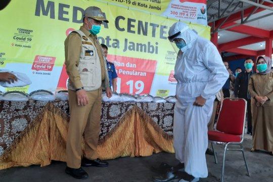Kota Jambi salurkan 1.000 APD untuk petugas garda terdepan