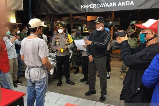 Patroli gabungan Pemkot Bekasi bubarkan kerumunan cegah COVID-19